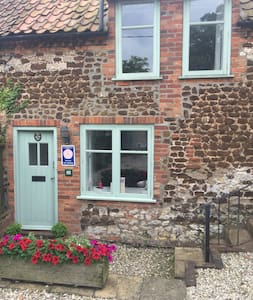 Cosy Cottage just 5 minutes walk to the beach