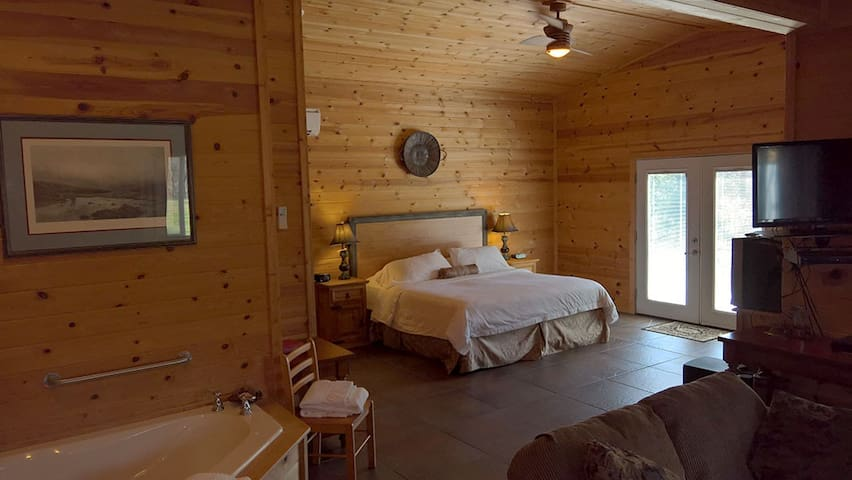 Cabins at Sugar Mountain, Sugar Suite #3, King Bed, WiFi, Jetted Spa Tub, Private Patio