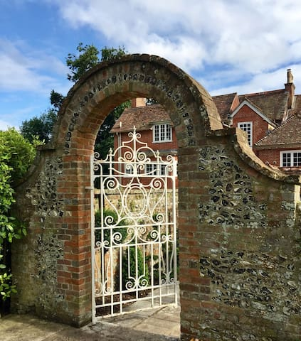 Luxury cottage, small country estate, Winchester