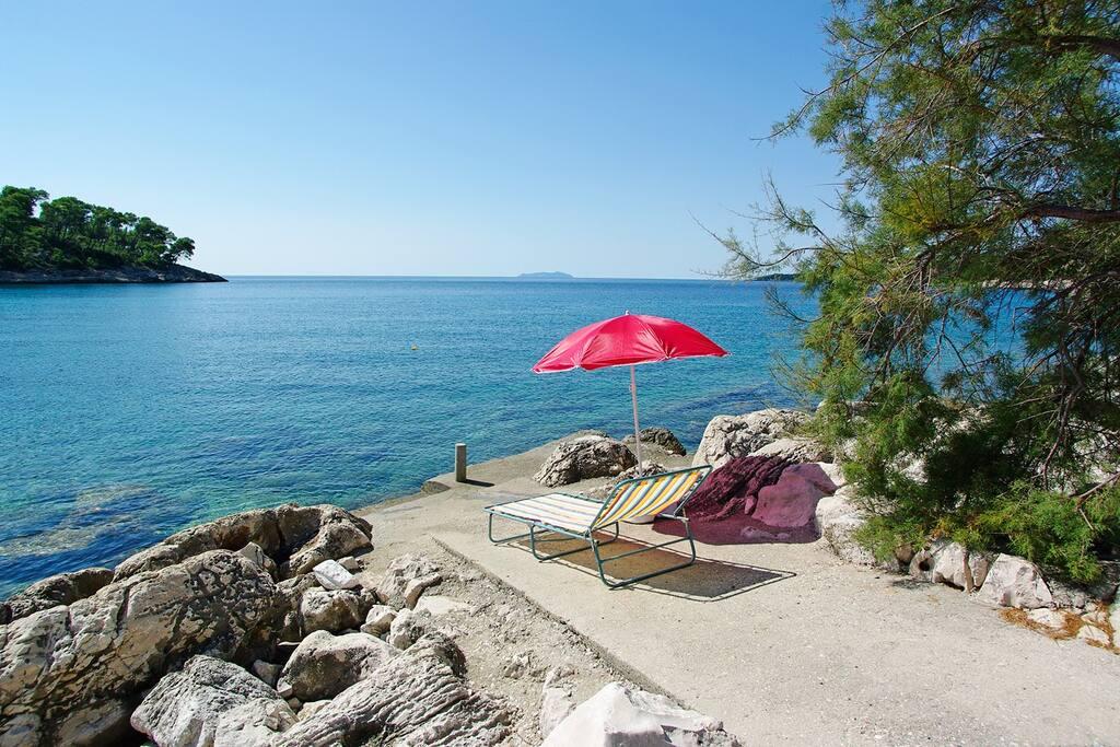 private sun plato with sea access