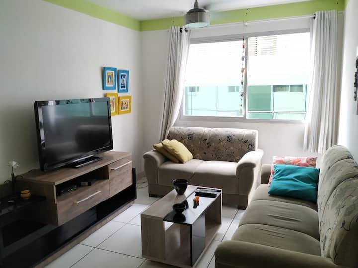 Confortável Apartamento a 50 metros da Praia.