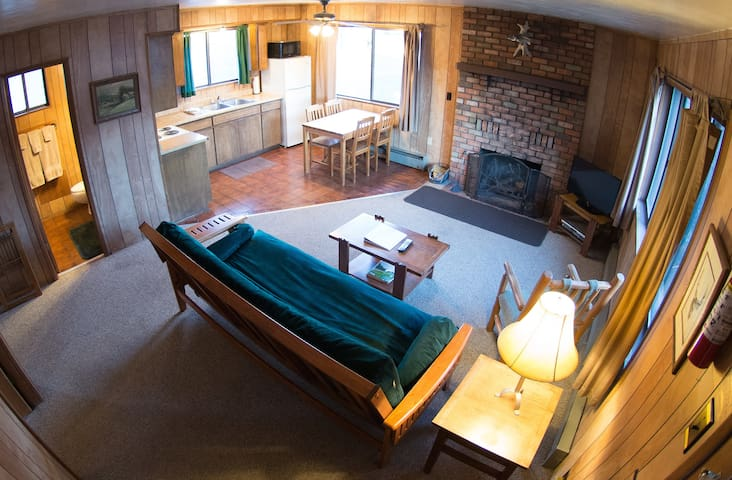 Greer Village 2 BR Cabin 2, pond, fully equipped! - Greer - Cabaña