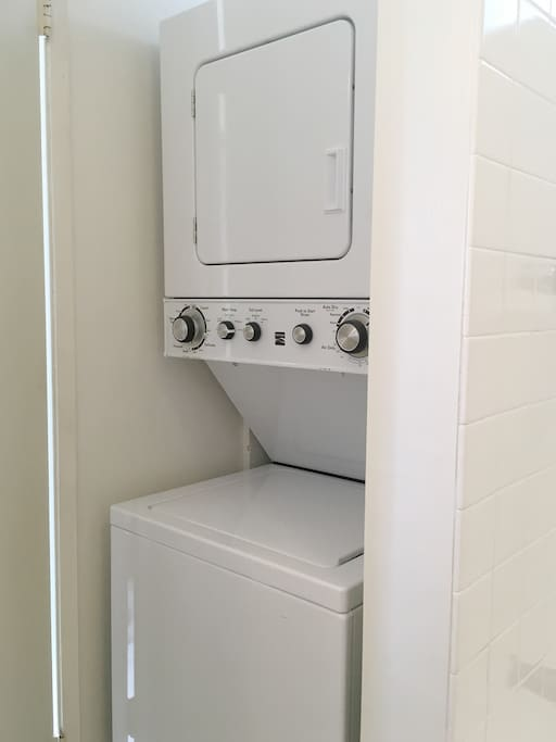 Washer and dryer are in unit. 洗濯機・乾燥機 完備。