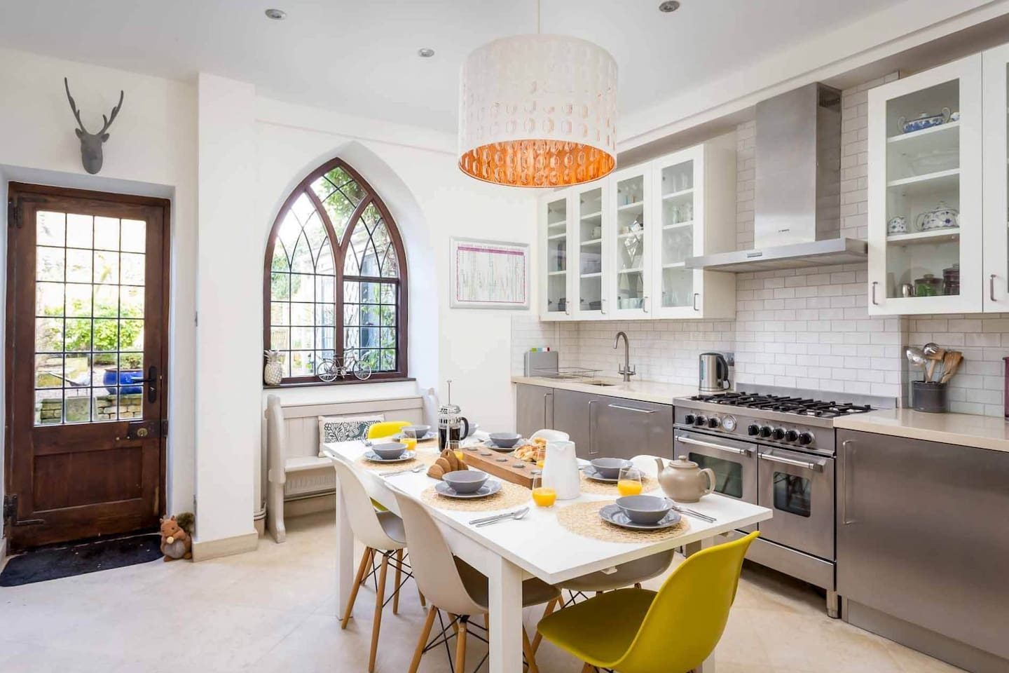 Stunning, contemporary kitchen and dining room