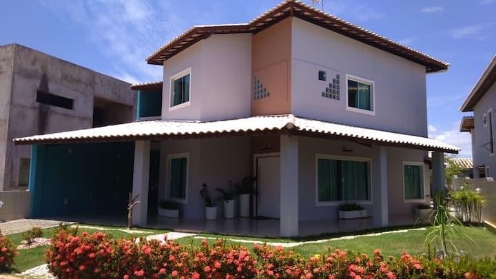 Casa com piscina em Jacuípe.Casa 3/4. Cond fechado