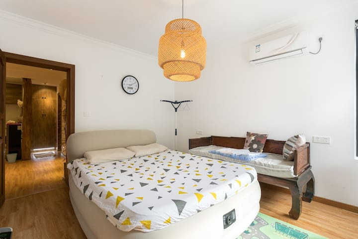 (2km to SNIEC) apartment close to century park