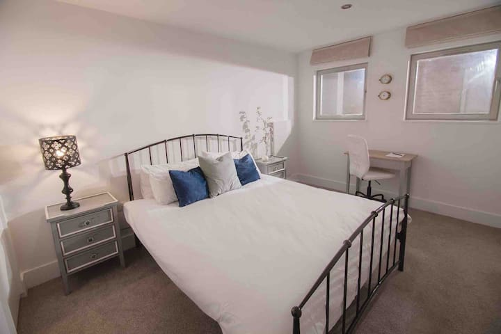 Double Room 2 min from station.
