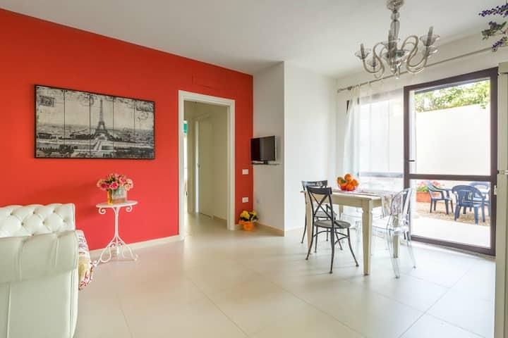Orosei, elegante appartamento, giardino attrezzato
