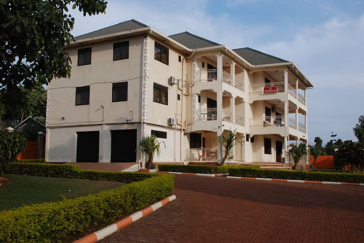 Frontiers Inn Guest House - Entebbe - Apartment