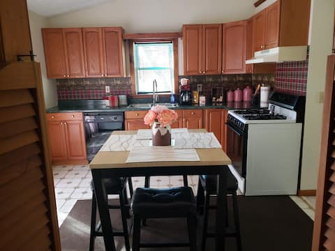 Quiet apt only 20 mins from Sabraton / Morgantown.