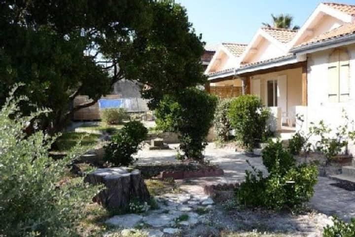 Villa 6 p jardin-parking-wifi 3 min plage centrale