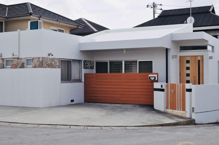 HANNA HOUSE(FREE WIFI & PARK) [読谷村 YOMITAN]