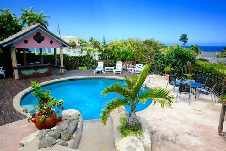4 bdrm Villa Daveen, private pool / housekeeper