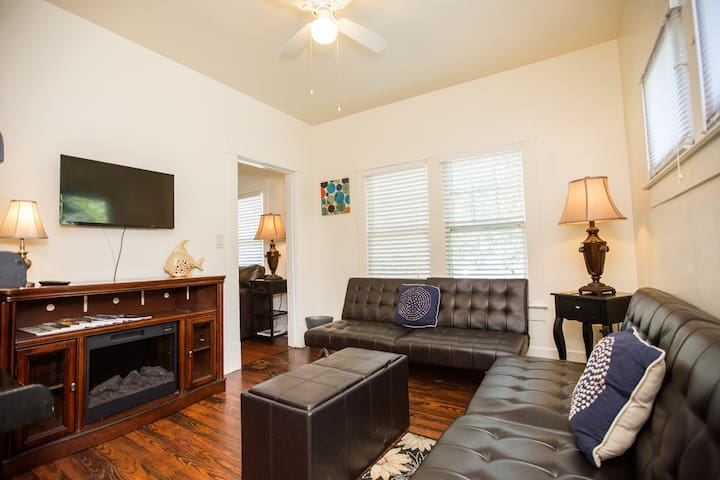 Entire Victorian Area Washer/Dryer Downtown 4beds