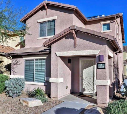 Family Style 2 Bed House Safe Tucson Neighborhood!