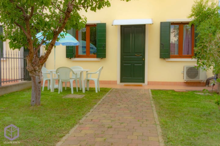 "Cosy Apartment ""Le Cà De Boron Jasmine Apartment"" near Historical Centre with Wi-Fi & Garden; Parking Available"
