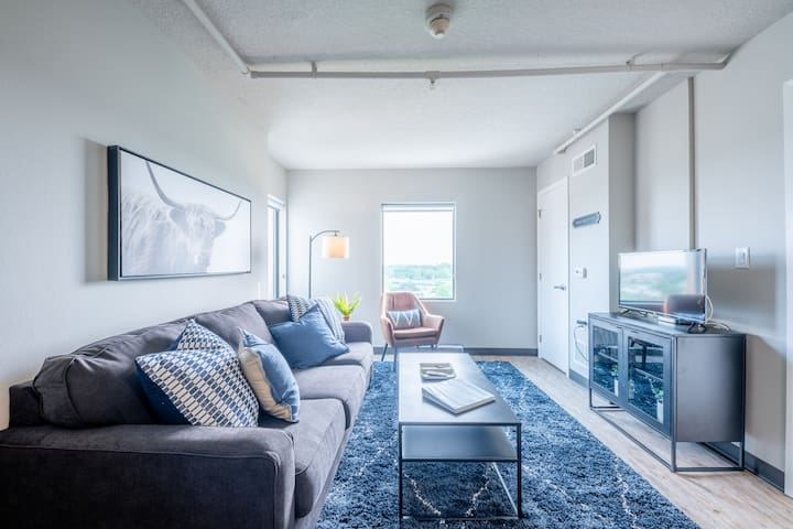 """Colt"" Beautiful 1BD/1BA East Village Flat"