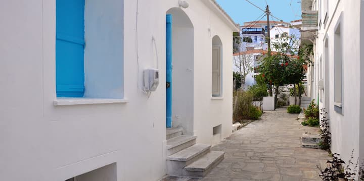 Traditional house in the center of Evdilos