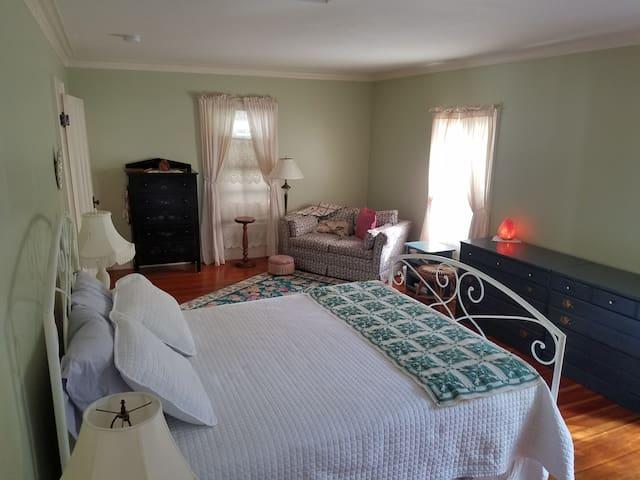 Super comfy clean one bedroom apartment