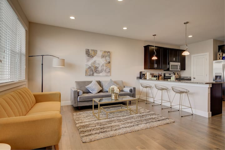 Executive Townhome | 15-20 minutes to Boulder | Laundry + Parking