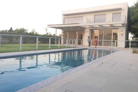 Villa Victoria - Kfar Shmaryahu - Huis
