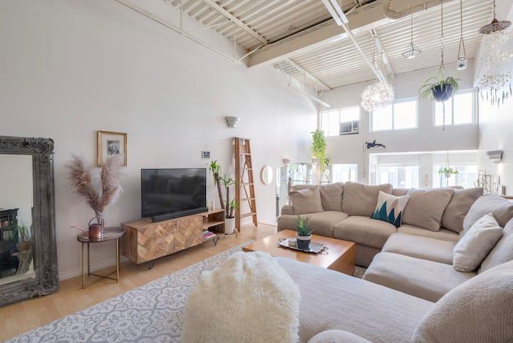 Zen Luxury Artists Loft with 20ft Ceilings + Patio