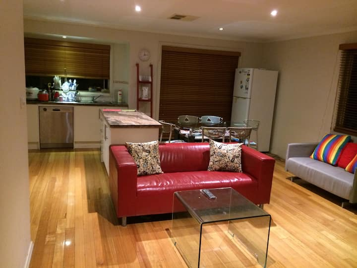 Cozy girls only share room  in Mitcham, VIC(1)