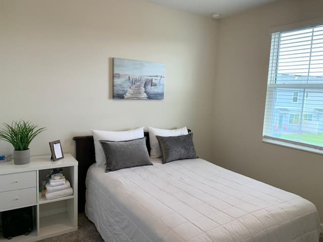 CLEAN AND QUIET BEDROOM,NEAR DISNEY!