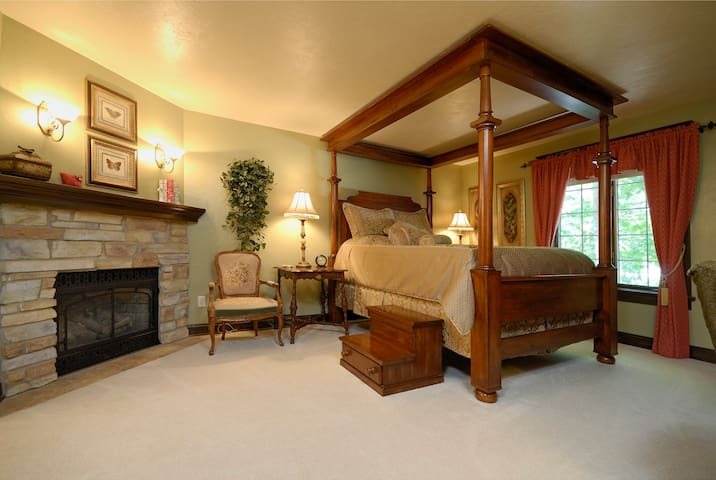 The Roost B&B:  Sage Suite