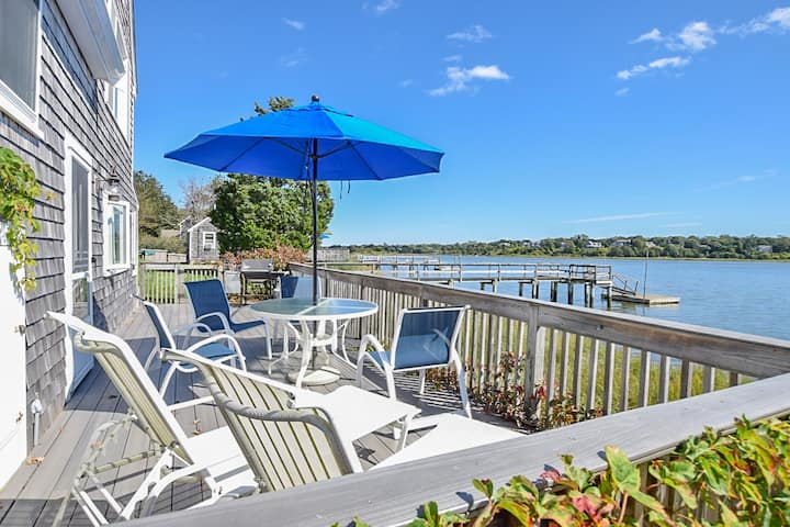 #419: Dog friendly cottage in unbeatable waterfront location with amazing views!
