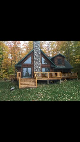 Secluded Upper Peninsula Luxurious Cabin