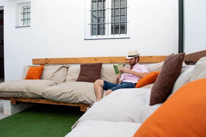Casa Juan Breva con patio andaluz en la ciudad
