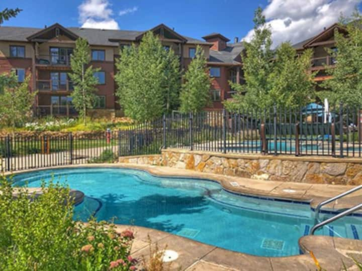 2 Bedroom Grand Timber Lodge with Pools /Hot Tubs