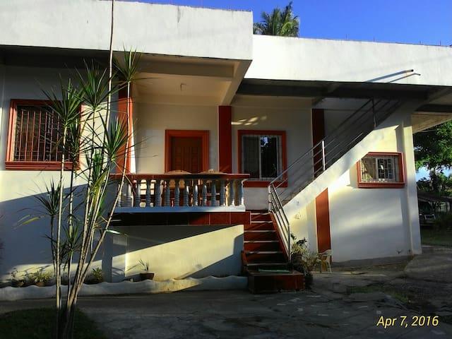 Floridas Residence - Puerto Galera - Talo
