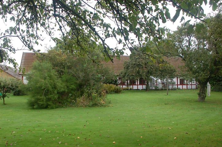 Lejlighed - Bornholm - gl. gård - Rønne