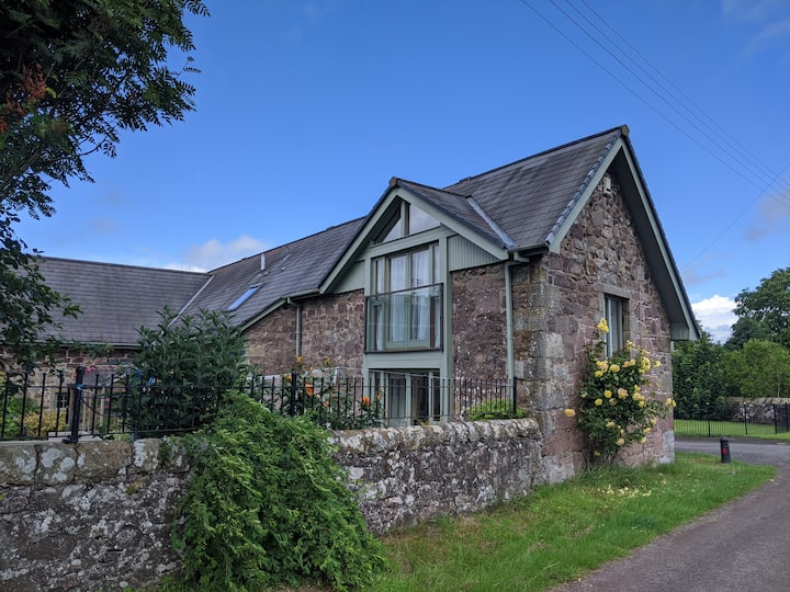 Self-contained country cottage