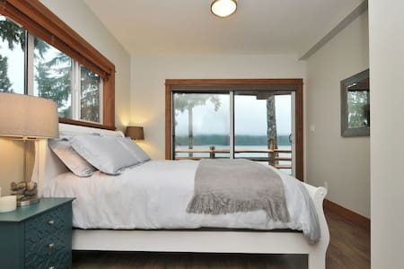 Wild Luxury - 3 Bedroom Oceanfront Rental - Port Renfrew