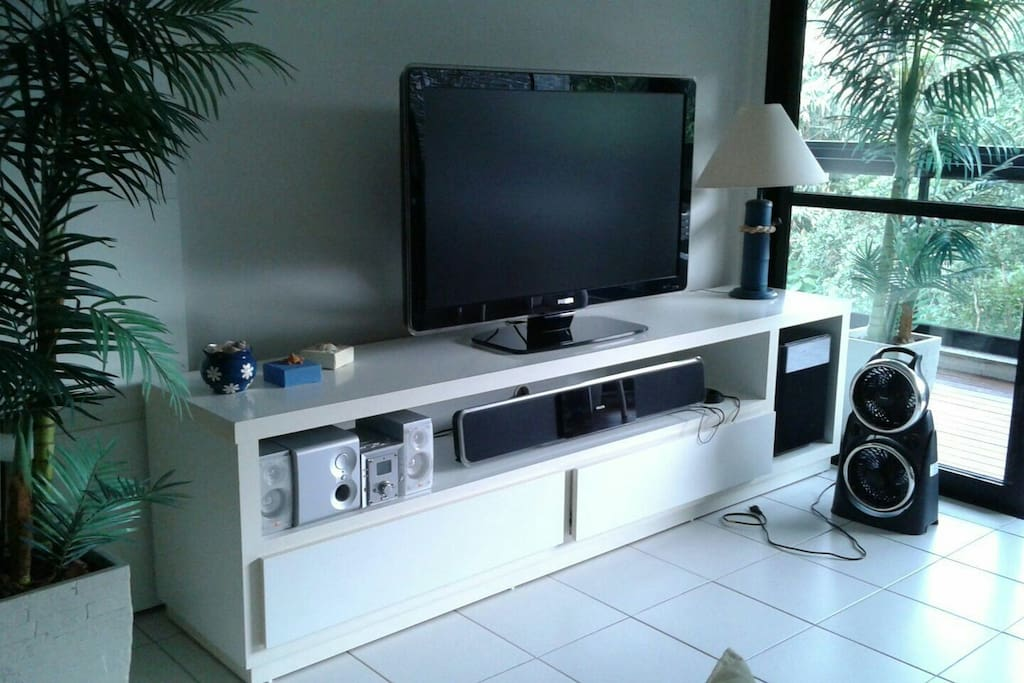 TV 47 c DVD e home theatre.