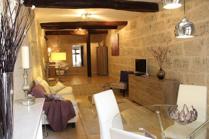 STUNNING APARTMENT IN TOWN CENTRE - Pézenas - Leilighet