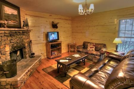 Romantic Cabin with a Hot Tub - Cleveland - Annat