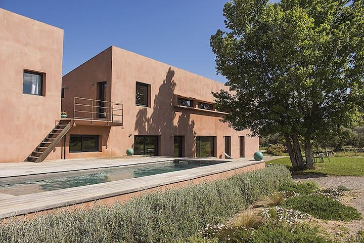 Grande maison entourée d'oliviers - Marcorignan - Dom