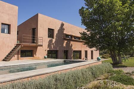 Grande maison entourée d'oliviers - Marcorignan