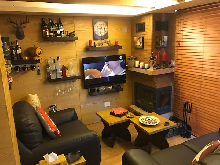 Cosy furnished chalet with terrace and garden