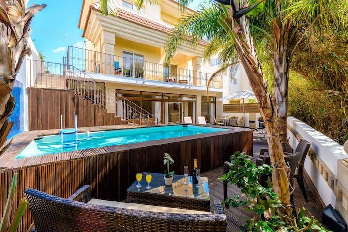Villa Di Gio - Stunning Beach-Side Villa, Protaras