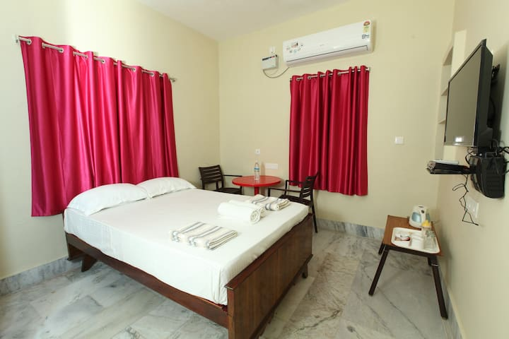 Maple House AC room in Pondicharry Home stay
