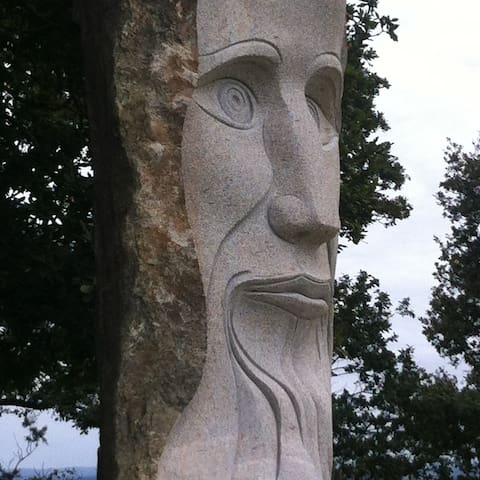 Nearby stone statues,Carnoet