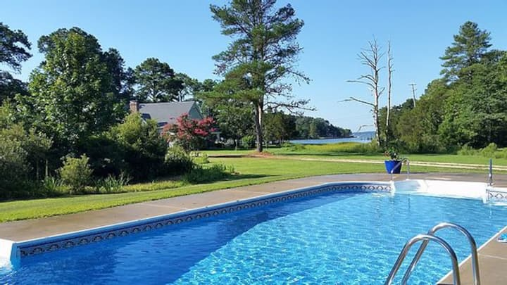 Stunning 12 acres waterfront estate Gr8 WIFI pets