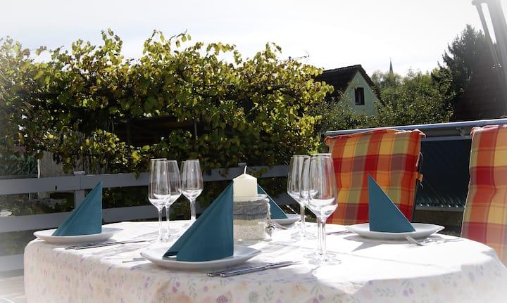 Gemütliche 65qm Ferienwohnung mit eigener Terrasse