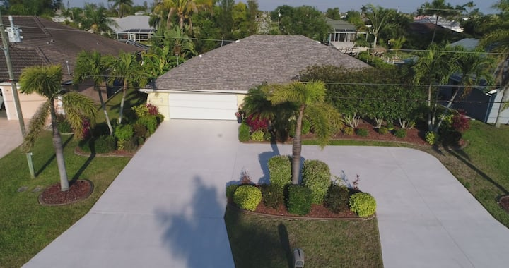 Single family 3/2 Gulf access home in sw Cape Coral with Heated pool