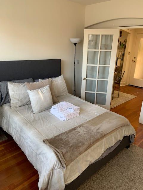 Eco Friendly 1 Bedroom in downtown Santa Cruz.
